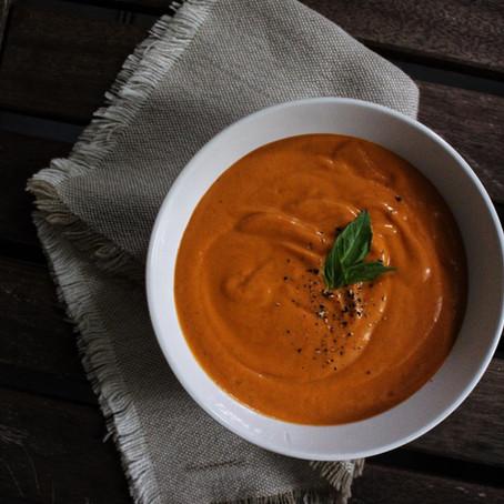 Crème de tomate au basilic et à l'ail rôtie