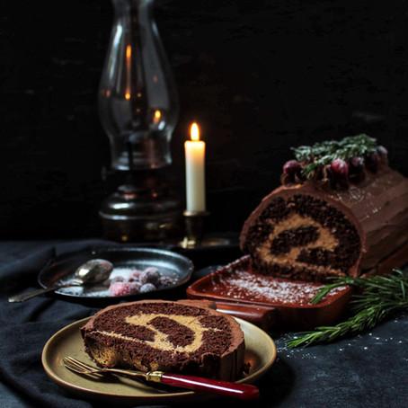 Bûche au chocolat fourré à la crème au praliné noisettes
