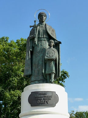 памятник Ольге в Пскове.jpg