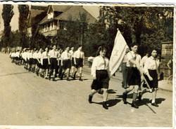 ילדי לינדנפלס במצעד בעיירה