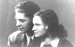 אמא ואבא בליאון בחודש מאי 1947 לפני היציאה למשימת הליווי במרסיי