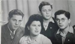 אבאמא מרדכי ואהרון באירוסין
