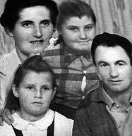 משפחת לוסקי.jpg