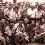 השחק פול ניומן וצוות הסטטיסטיים בסרט אקסודוס על פי ספרו של לאון יוריס בשנת 1960