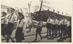 המוסד במצעד מחאה נגד הבריטים  המתופף הוא יצחק מגנושבר -                       מגן