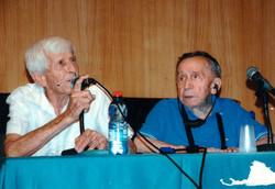 אייק אהרונוביץ קפטן האקסודוס  יחד עם מרדכי רוזמן מנהיג המעפילים