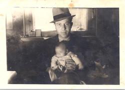 Dawid Chatkiewicz with his son Cwi