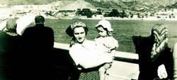 אני ואמא על אניית הנוסעים קדמה בדרך ארצה ביוני 1949