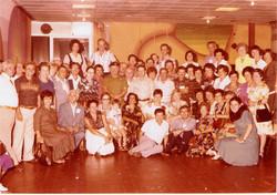 צילום קבוצתי של חלק מילדי ומדריכי לינדנפלס                         במפגש לציון 30 שנה לעלייתם באקסוד