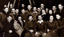 הנהגת השומר הצעיר במינכן 1946-1947  שלישי מימין מרדכי רוזמן