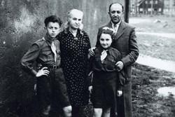 גרי חגי עם הוריו ואחותו
