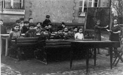 מינה בשיעור עברית באחת הכיתות של המוסד