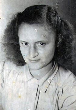אמא בת 18 ב-20 לאוקטובר 1945