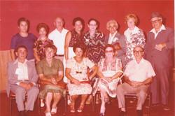 מדריכי מוסד הילדים במפגש לציון 30 שנה לעלייתם באקסודוס 1977 פסח ומינה יושבים ראשונים מימין