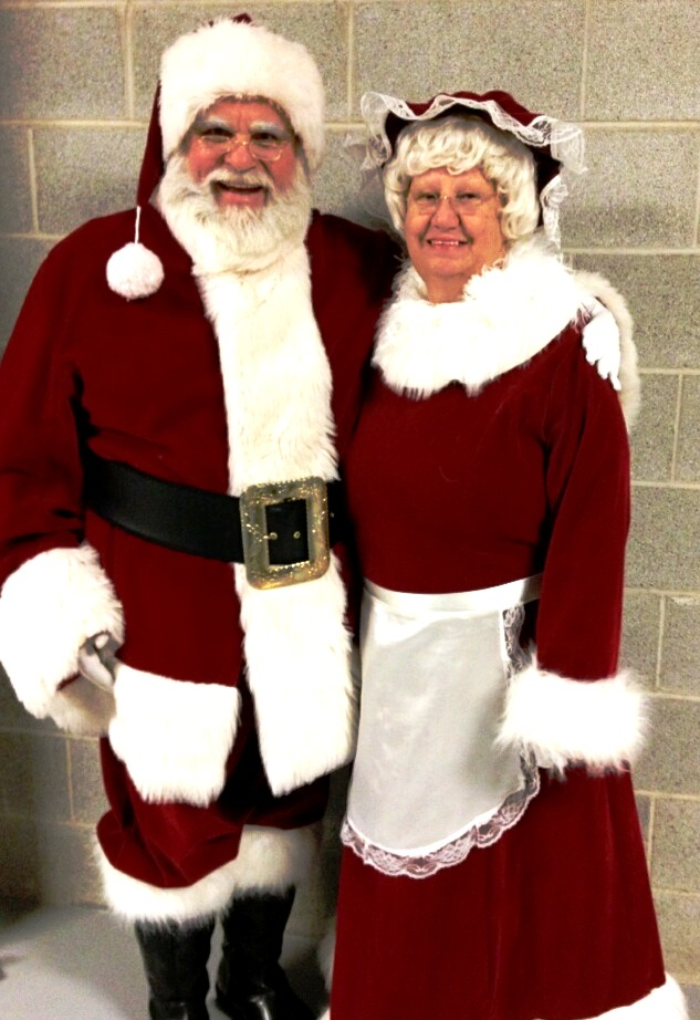 Santa Leo & Mrs