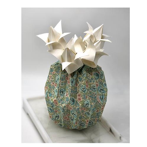 Origami Blumenstrauß mit Pliseeavase