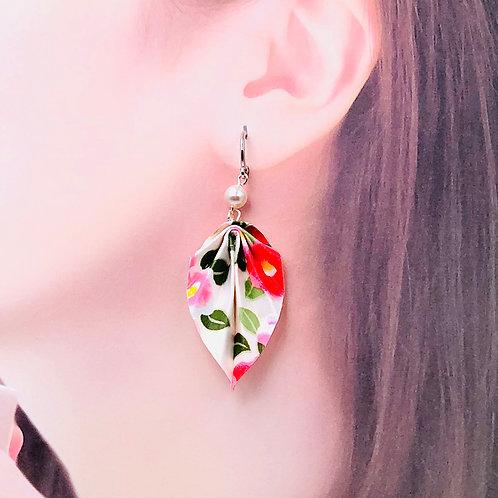 Origamischmuck Ohrringe Blätter  Tsubaki Weiss mit Swarovski Perlen