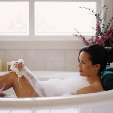 femme-dans-son-bain-2271663_2041.jpg