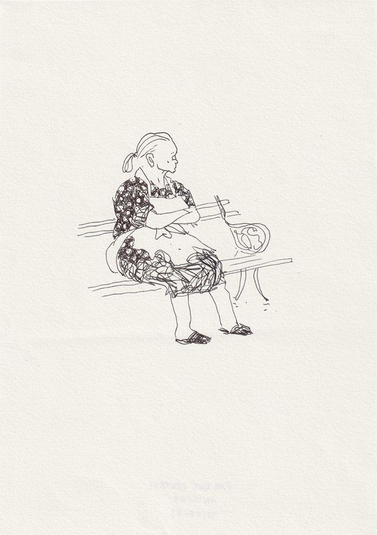 Vieille dame sur un banc