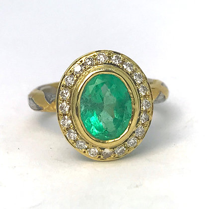 Diamond Halo Emerald Ring in 18kt Gold