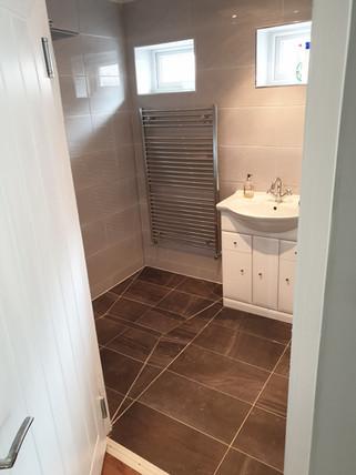 Gray level access shower.jpg