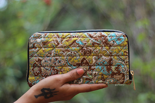 Brown bouquet quilted wallet