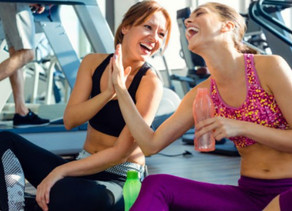 Rutinas saludables y amistades en las clases de fitness