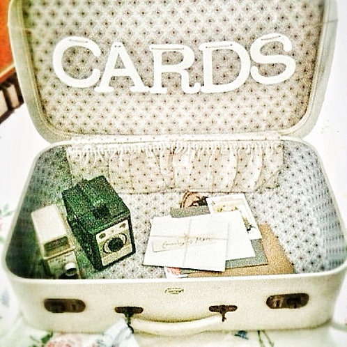 WHITE SUITCASE FOR CARDS