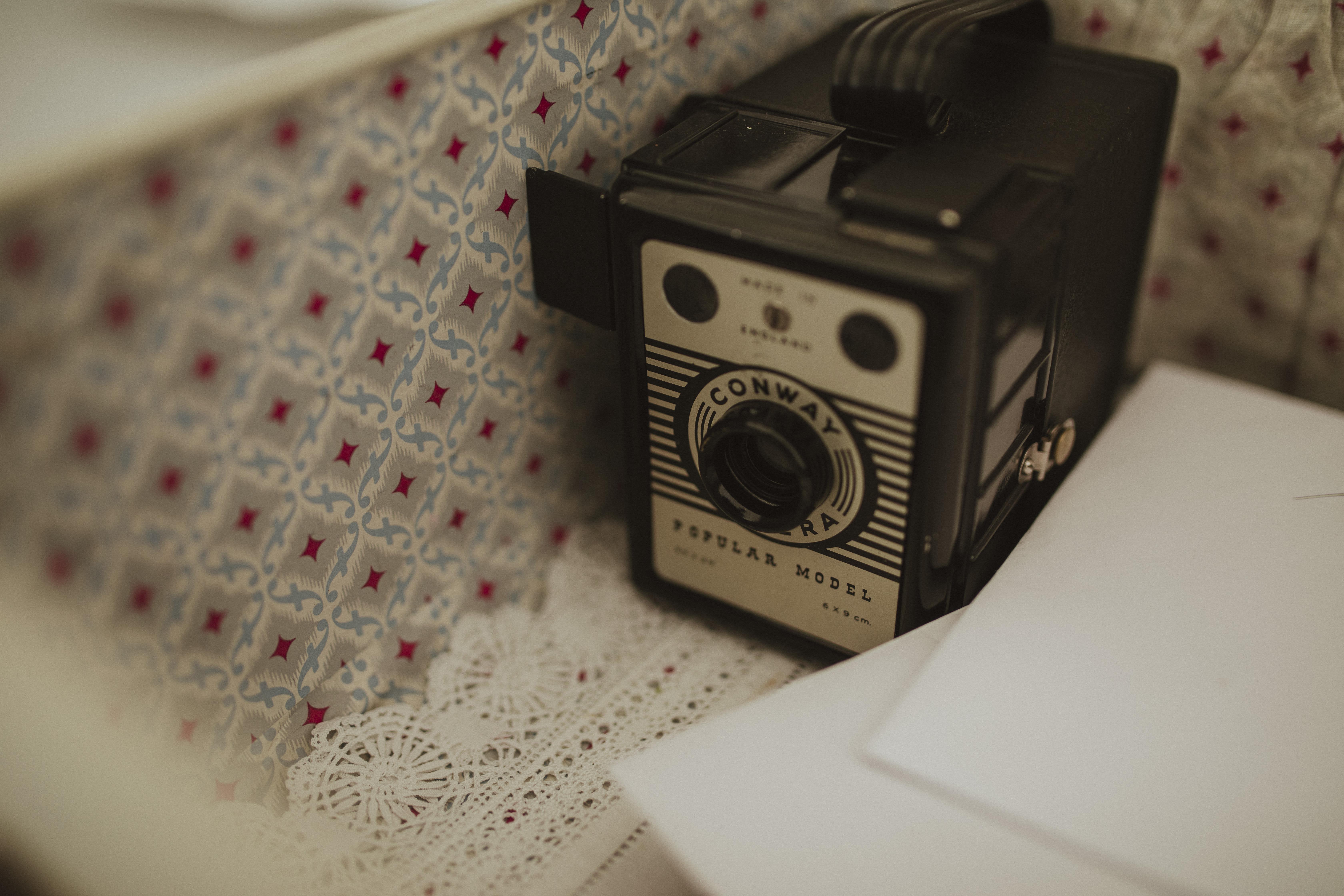 vintage cameras wedding decor