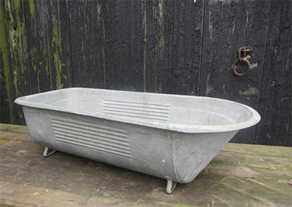 LARGE VINTAGE TIN BATH