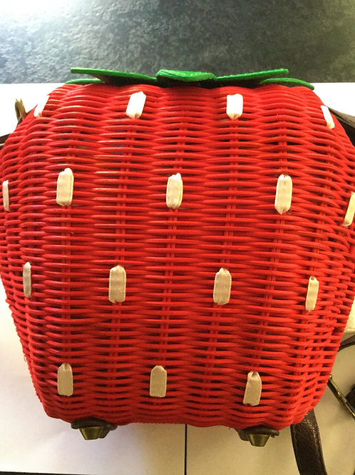 Retro rattan vintage style Straw red strawberry shaped shoulder or short handle