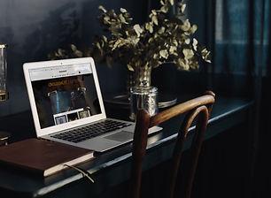 macbook-air-female-entrepreneur-V1-Works