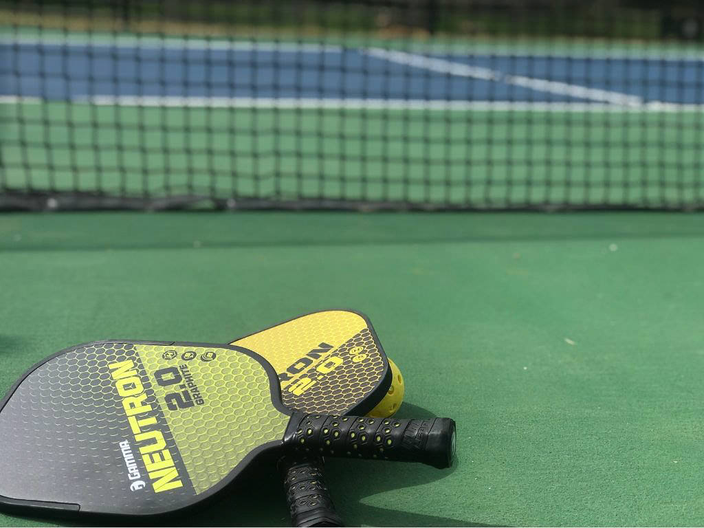 how-to-choose-a-pickleball-paddle.jpg
