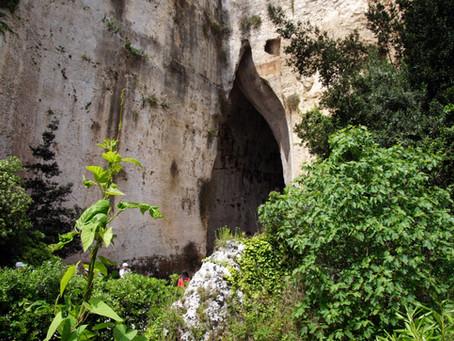 La Latomia del Paradiso e l' Orecchio di Dionisio, i tesori di Siracusa