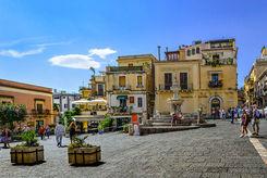 Piazza Duomo, Weekend romantico a Taormina
