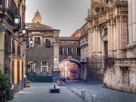 Leggende catanesi: l'incontro con il cavallo senza testa di Via Crociferi a Catania!