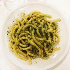 Pasta fresca con pesto di pistacchio e pancetta