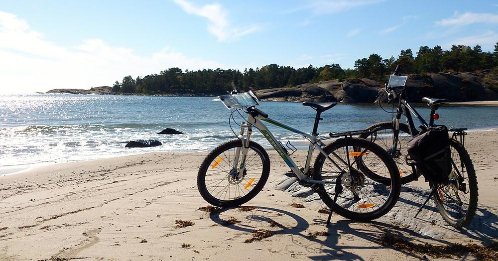 Cykeltur och strand på Utö.