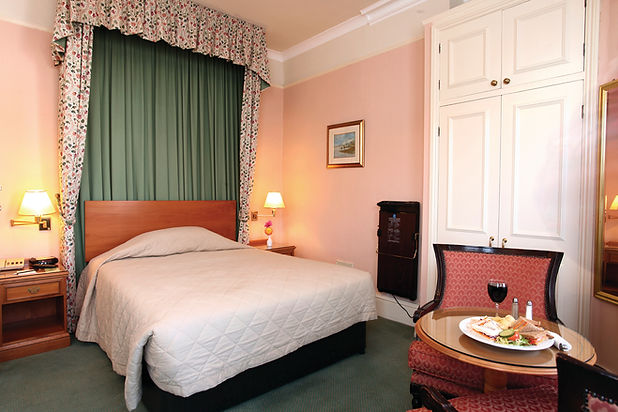 clifton-hotel-bedrooms-04-83677 (1).jpg
