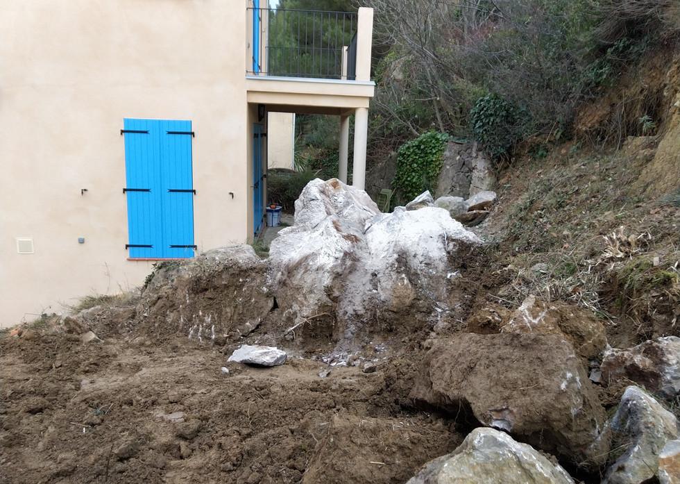 Extraction et débit des rochers devant la maison