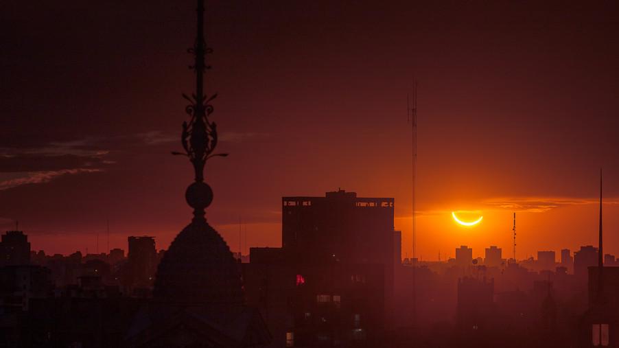 solar-eclipse-buenos-aires-argentina