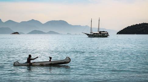 fisherman-in-ilha-grande-nrasil