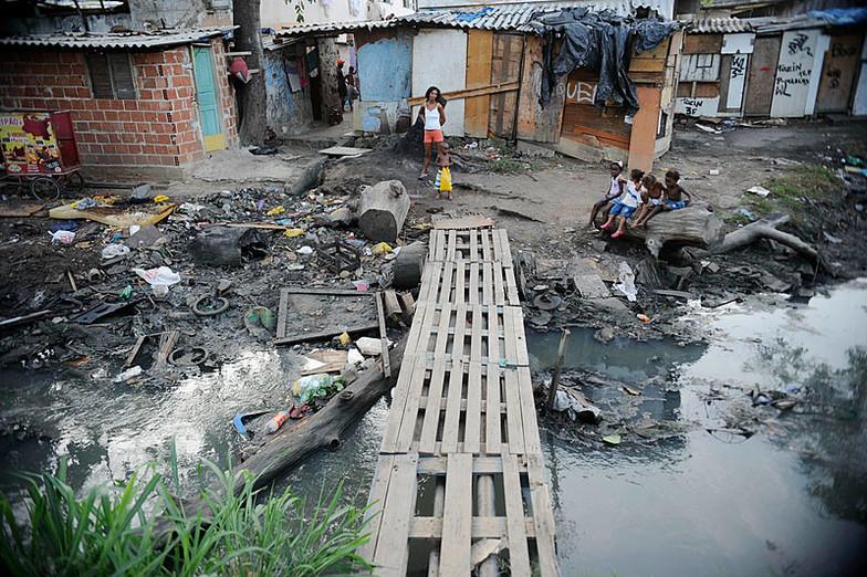 Foto: Fernando Frazão - Complexo da Maré (Rio de Janeiro, Brasil) / Ref. [20.A]