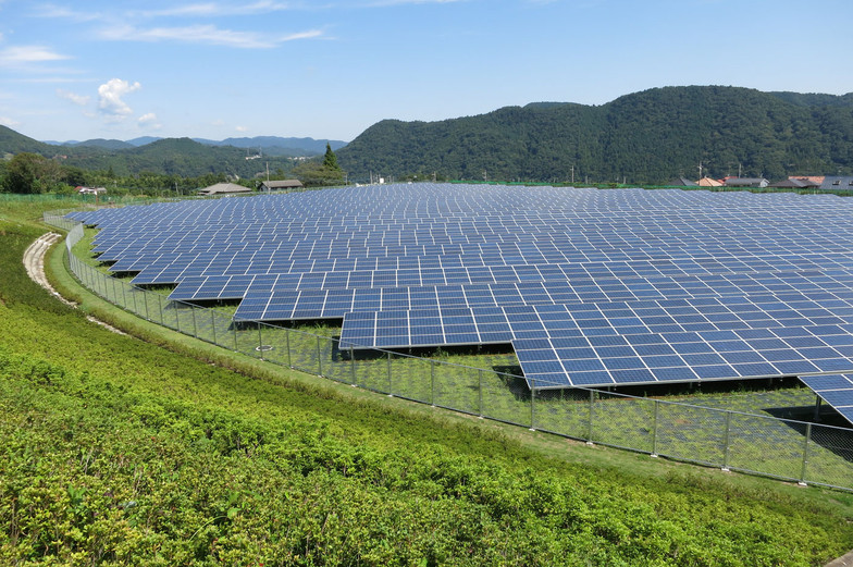 Foto: Σ64 (Wikimedia) - Fazenda de energia solar (Japão) / Ref. [F13.A]