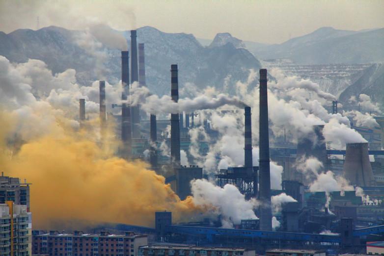 Foto: Andreas Habich -  Poluição de siderúrgica (Benxi, China) / Ref. [F10]
