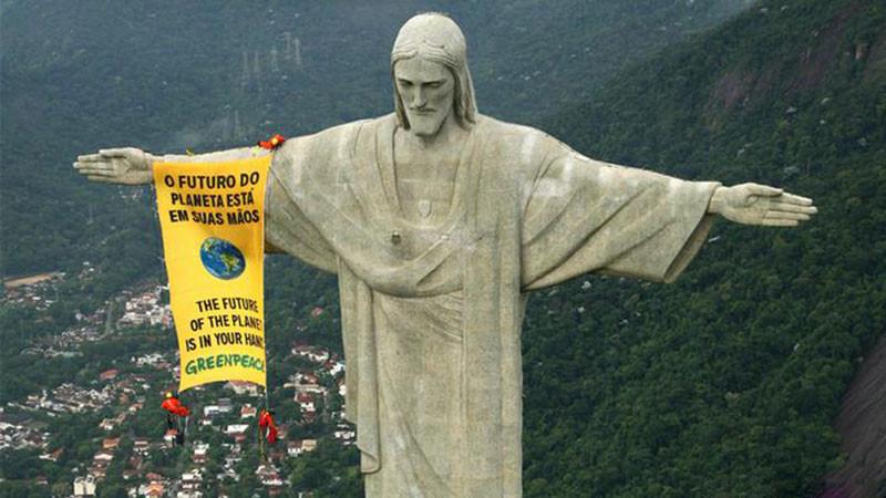 Foto: Daniel Beltrá - Protesto do Greenpeace (Rio de Janeiro) / Ref. [F26]
