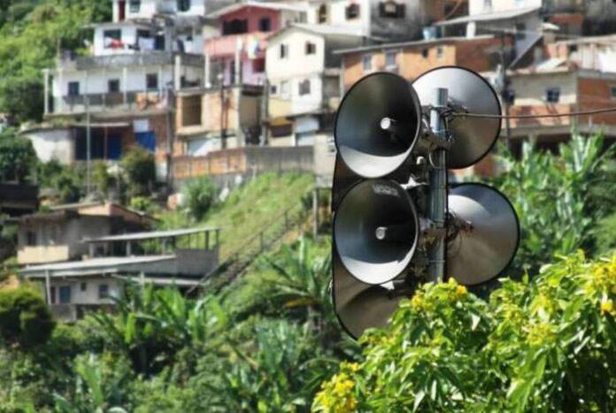 Foto: Defesa Civil - Sirenes para alertas de eventos extremos em favela / Ref. [F19.A]