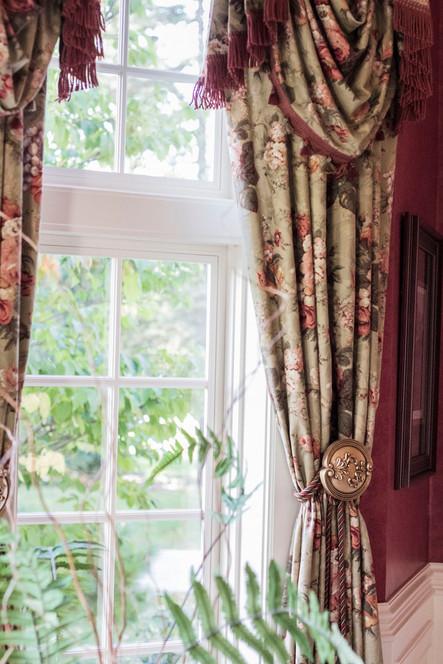 traditional-dining-room-drapery.jpg