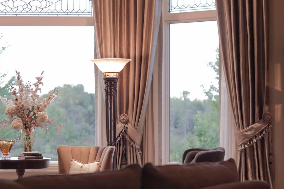 traditional-stationary-panel-window-trea