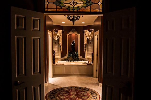 traditional-master-bathroom.jpg